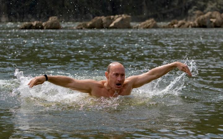 Vladimir Putin yüzme