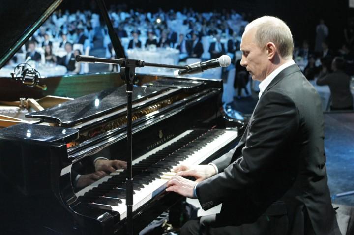 Vladimir Putin piyano