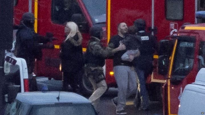 Fransadaki Charlie Hebdo saldırısı rehineler kurtarıldı