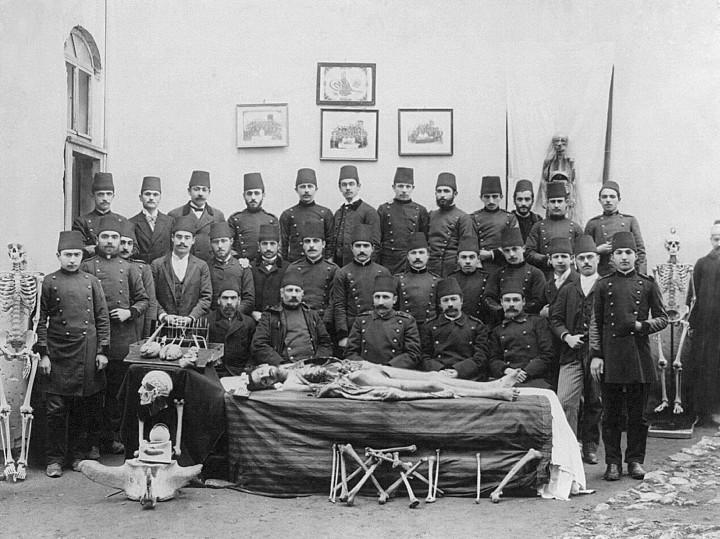 Osmanlı'da Kadavra Dersi ve Öğrenciler