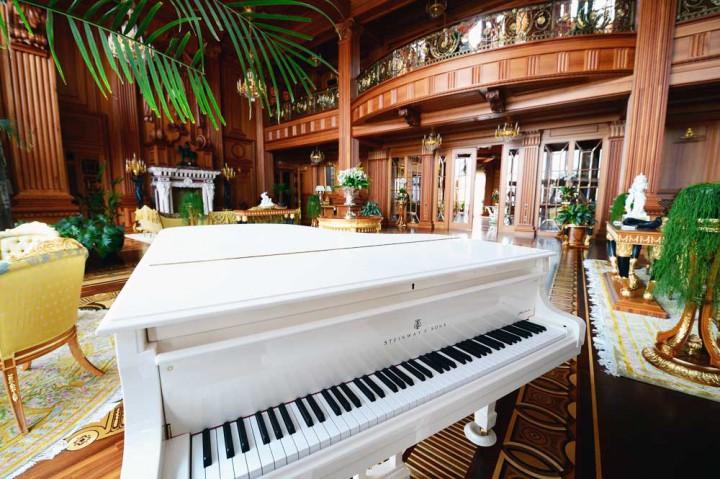 Eski Ukrayna Cumhurbaşkanı Viktor Yanukoviç Sarayı piyano