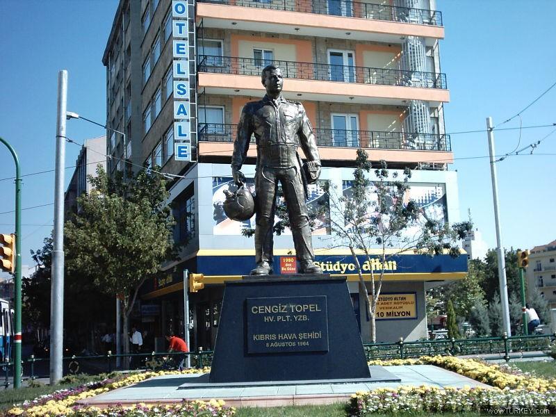 Cengiz Topel - Eskişehir heykel