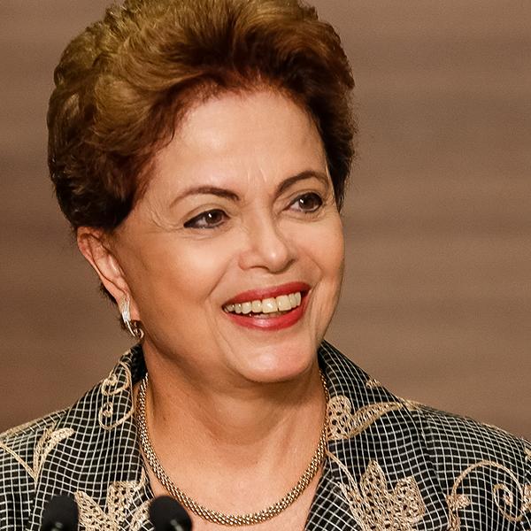 Dilma Rousseff, sosyal medya hesapları: facebook, twitter, instagram