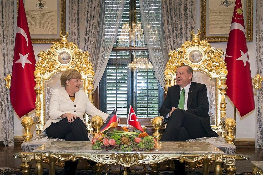 erdogan merkel altin koltuk